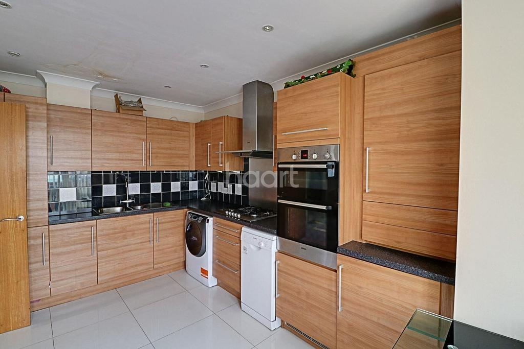 4 Bedrooms Detached House for sale in Northolt