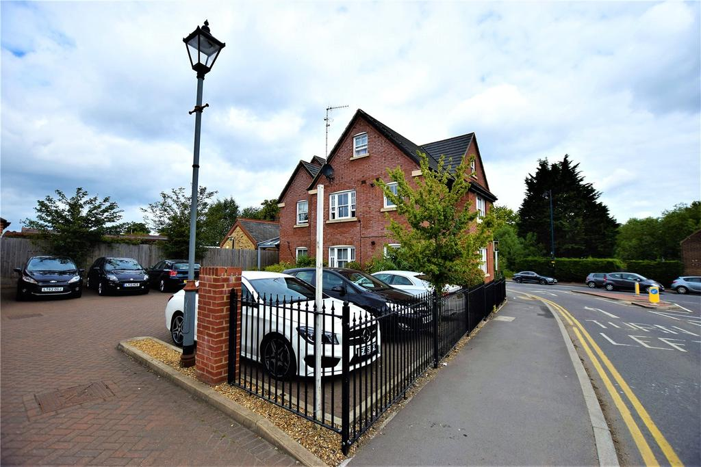 1 Bedroom Apartment Flat for sale in Mulberry House, Featherbed Lane, Hemel Hempstead, Hertfordshire, HP3