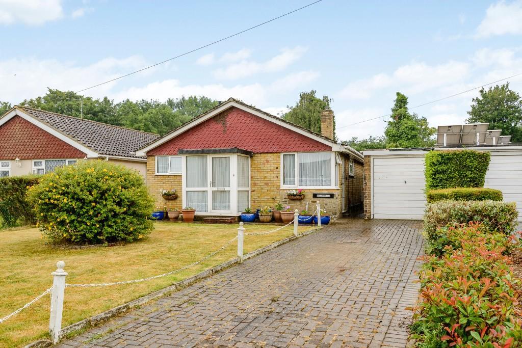 3 Bedrooms Detached Bungalow for sale in Effingham
