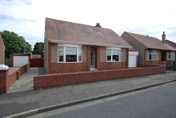 3 Bedrooms Bungalow for sale in 17 St. Cuthberts Road, Prestwick, KA9 2EB