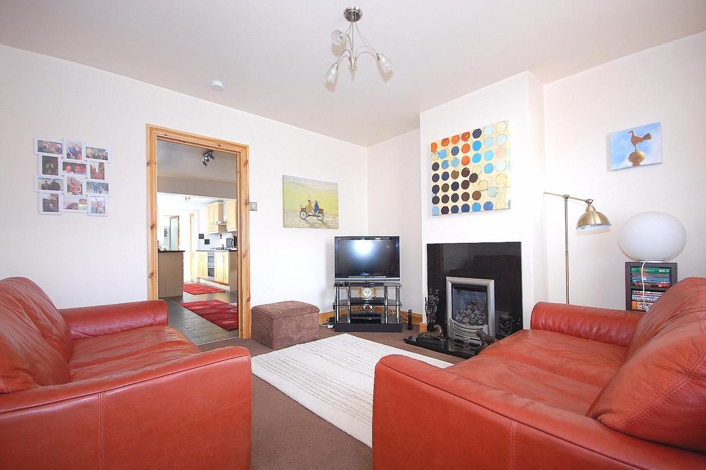 2 Bedrooms Terraced House for sale in Haycroft Road, Stevenage