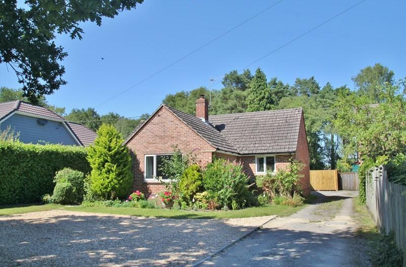 2 Bedrooms Detached Bungalow for sale in Howe Lane, Verwood