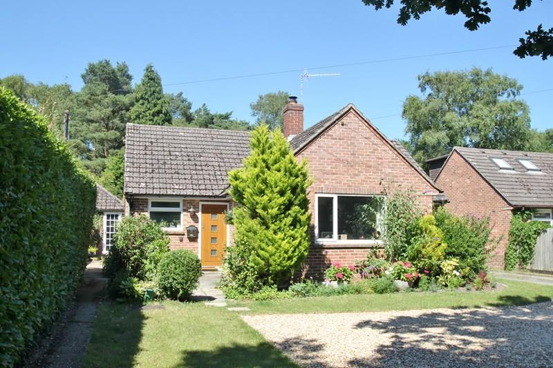 2 Bedrooms Detached Bungalow for sale in Howe Lane, Verwood