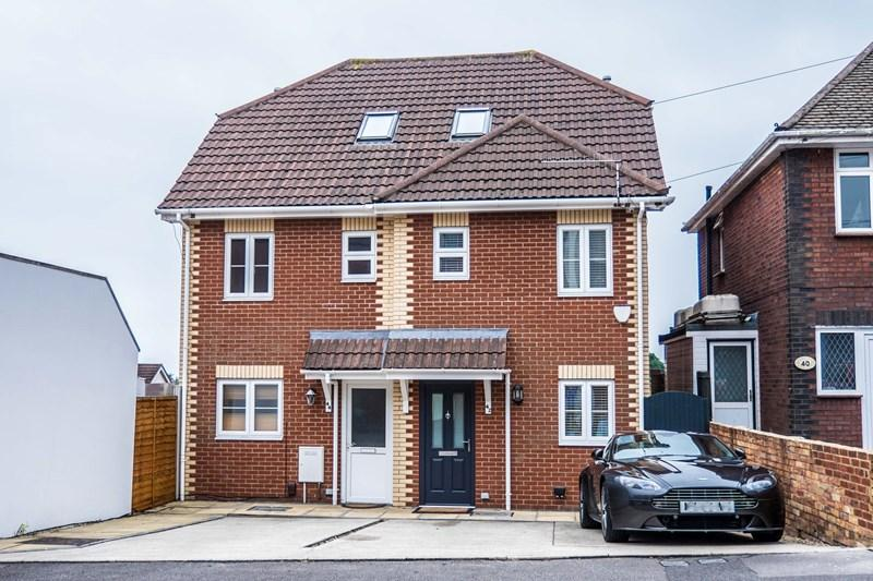 4 Bedrooms Semi Detached House for sale in Salisbury Road, Parkstone, Poole
