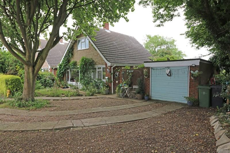 3 Bedrooms Chalet House for sale in Dovedale Road, Tacolneston, Norwich