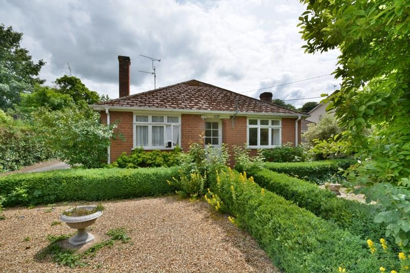 3 Bedrooms Detached Bungalow for sale in Foundry Road, Anna Valley, Andover