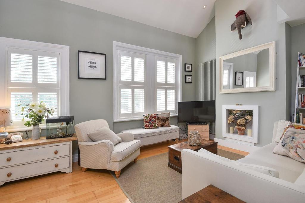 2 Bedrooms Flat for sale in St. Dunstans Road, Hammersmith