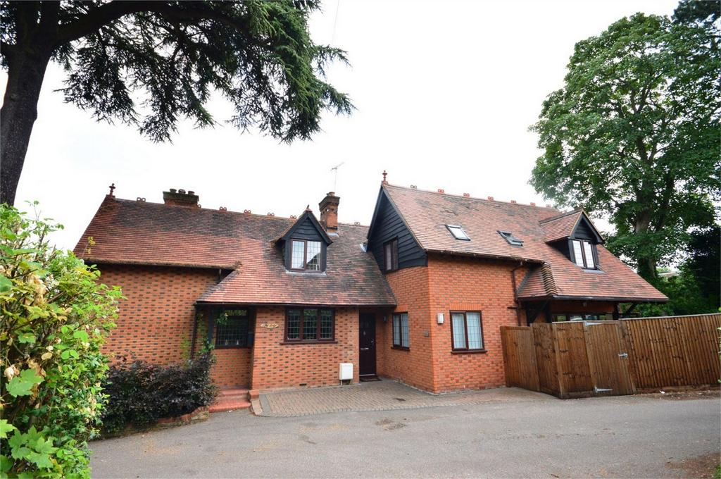 4 Bedrooms Detached House for sale in The Lodge, Foxley Drive, Bishops Stortford