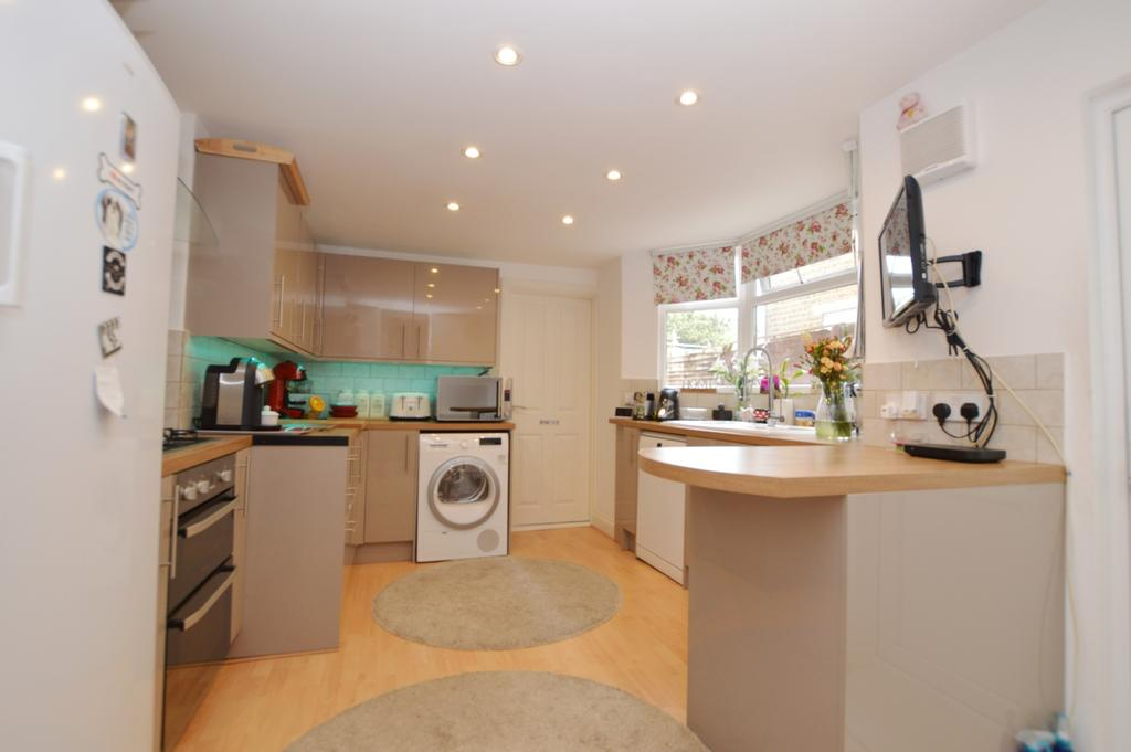 4 Bedrooms Terraced House for sale in Elcot Avenue Peckham SE15