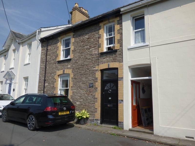 3 Bedrooms Terraced House for sale in Church Lane, Crickhowell, Powys.