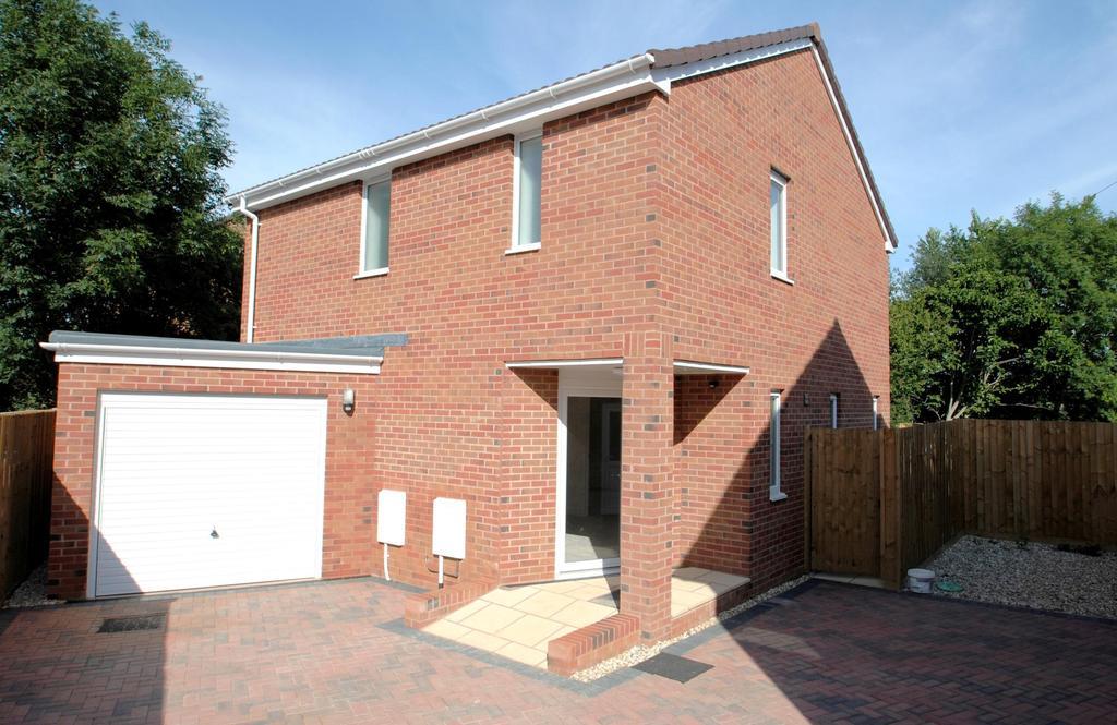 3 Bedrooms Detached House for sale in Heathfield Drive, Monkton Heathfield