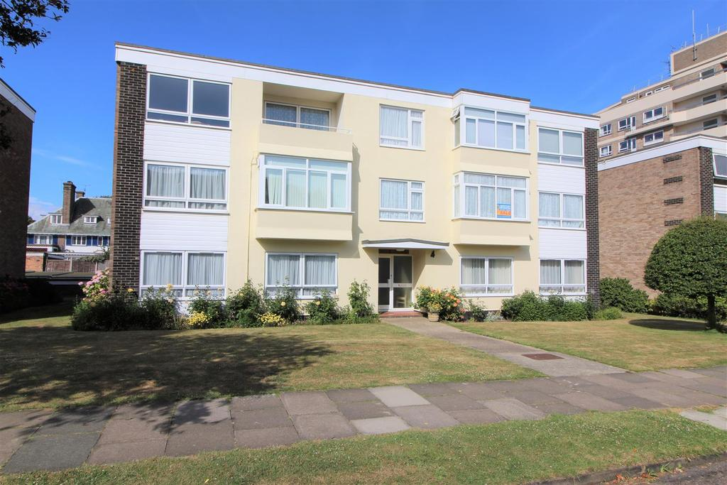 2 Bedrooms Apartment Flat for sale in Queens Road, Frinton-On-Sea