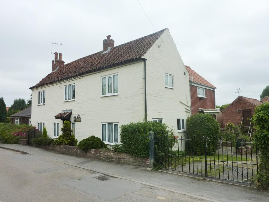 5 Bedrooms Detached House for sale in Town Street, Lound, Retford