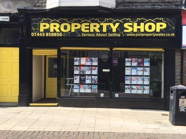 Terraced House for rent in Dunraven Street, Tonypandy