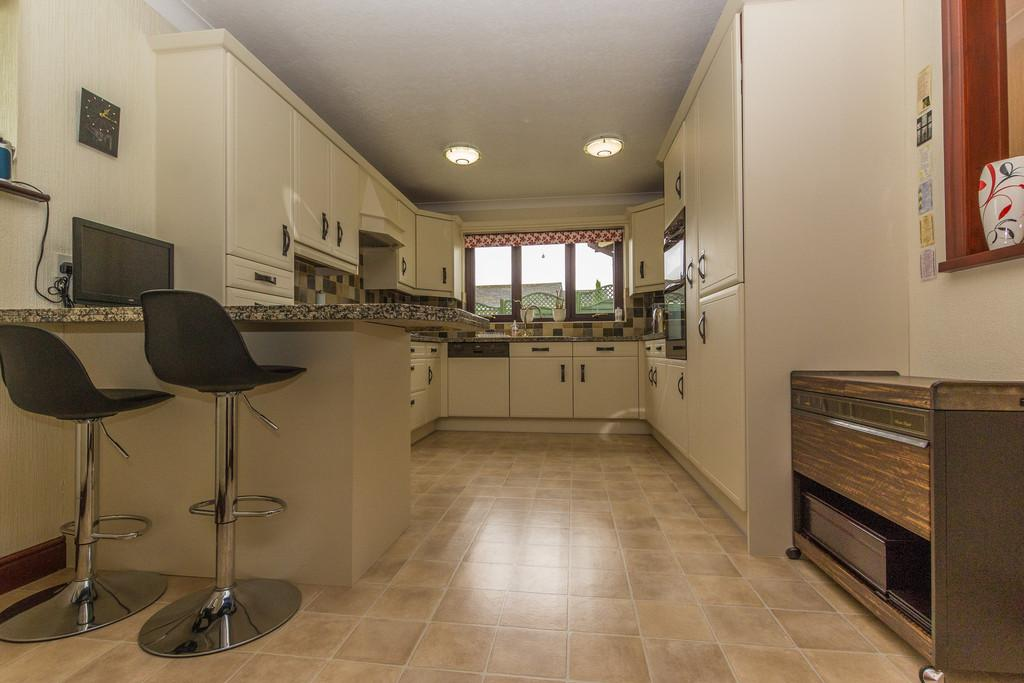 3 Bedrooms Detached House for sale in 67 Priory Lane