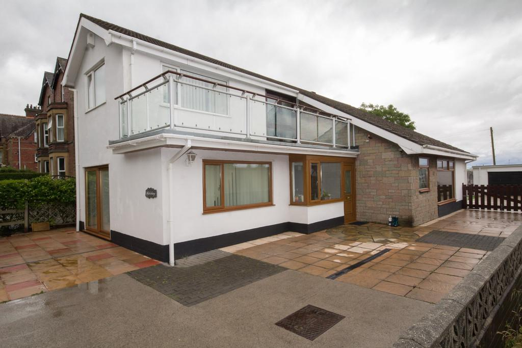 3 Bedrooms Detached House for sale in Salisbury, Abbey Road, Barrow-In-Furness
