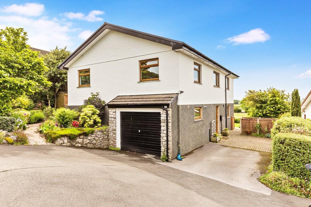 4 Bedrooms Detached House for sale in 19 Fellside, Allithwaite, Grange-Over-Sands, Cumbria, LA11 7RN