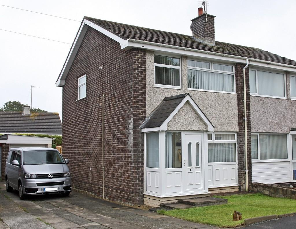 3 Bedrooms Semi Detached House for sale in Garreglwyd Park, Holyhead, North Wales