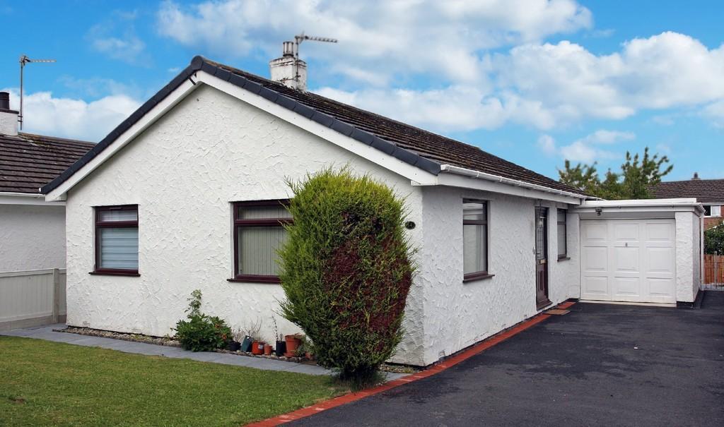 3 Bedrooms Detached Bungalow for sale in Ffordd Crwys, Bangor, North Wales