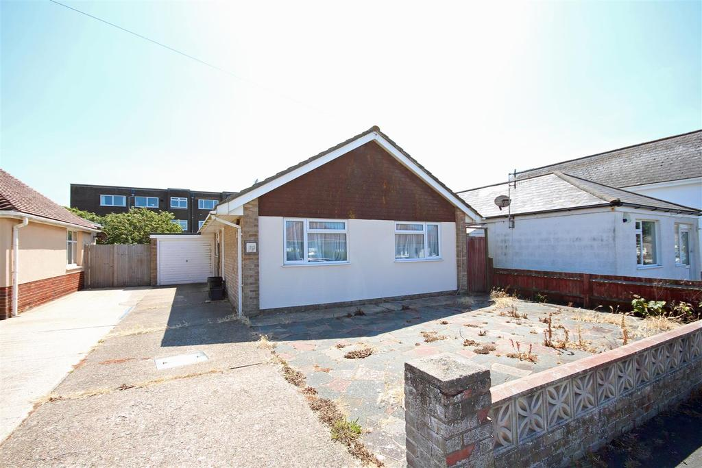 3 Bedrooms Detached Bungalow for rent in Rowe Avenue, Peacehaven