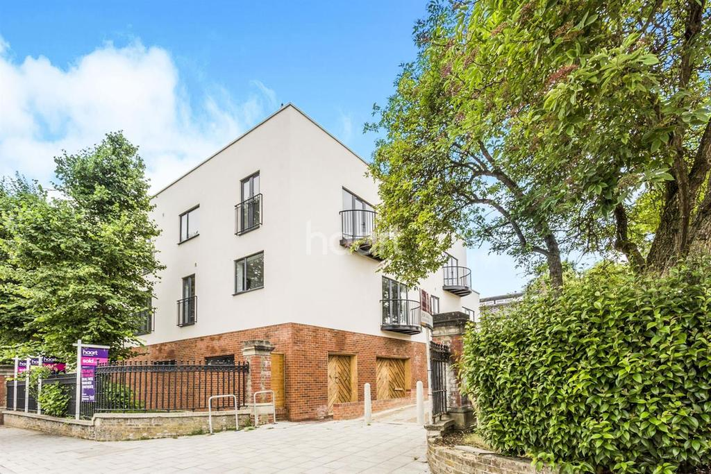 1 Bedroom Flat for sale in Woodvale Wak, West Norwood, SE27
