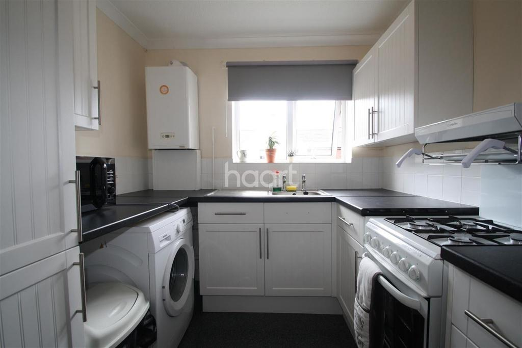 1 Bedroom Flat for sale in Attlee Gardens, Colchester