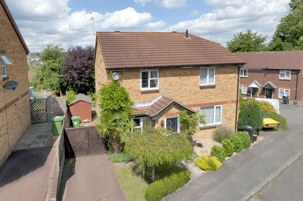 3 Bedrooms Semi Detached House for sale in Gorham Drive, Downswood