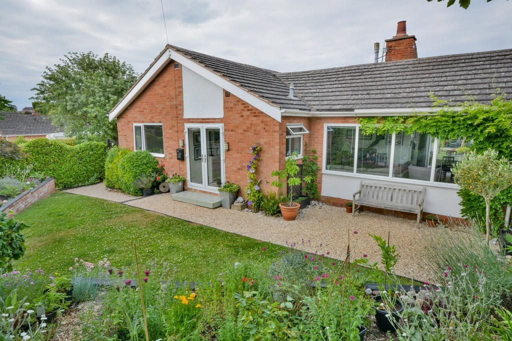 3 Bedrooms Detached Bungalow for sale in Birchfield Road, Stratford-Upon-Avon