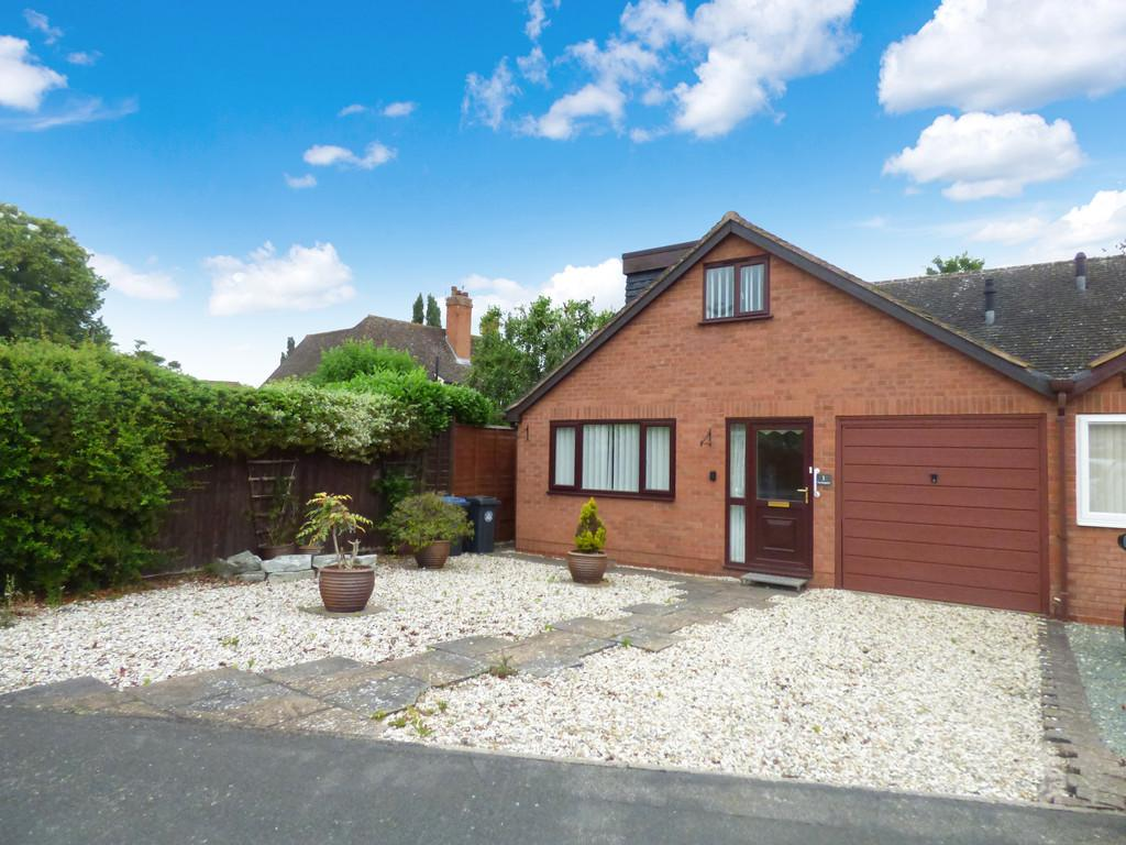 3 Bedrooms Semi Detached Bungalow for sale in Garrick Way, Stratford-Upon-Avon