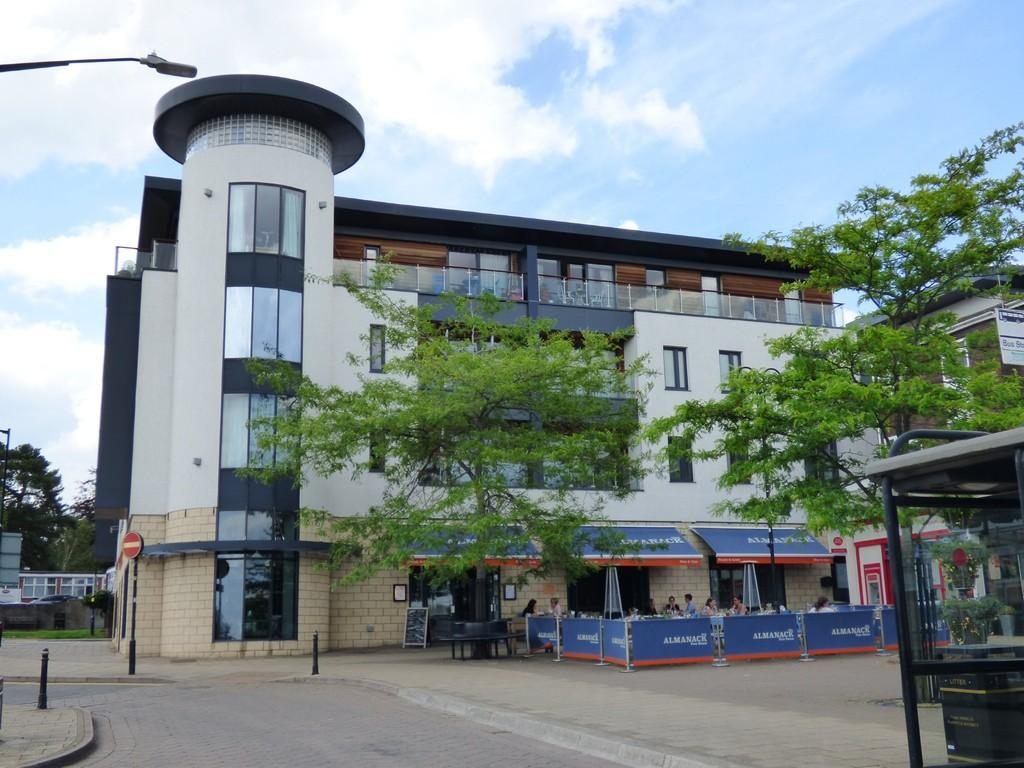 2 Bedrooms Apartment Flat for sale in The Gallery, Abbey End, Kenilworth