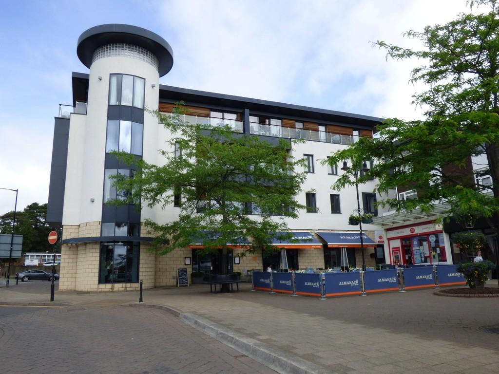 2 Bedrooms Apartment Flat for sale in 18 The Gallery, Abbey End, Kenilworth