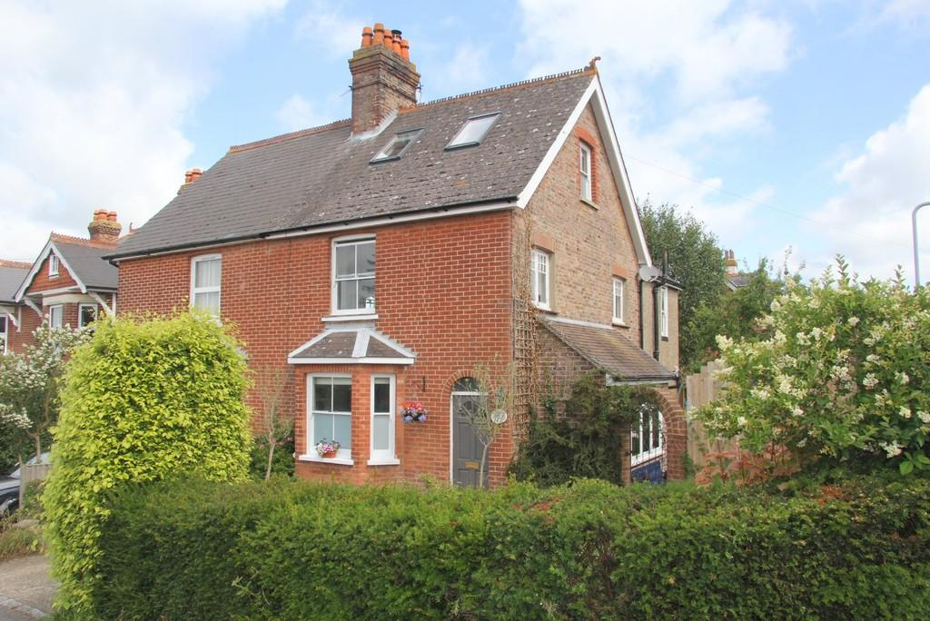 3 Bedrooms Semi Detached House for sale in Alexandra Road, Heathfield