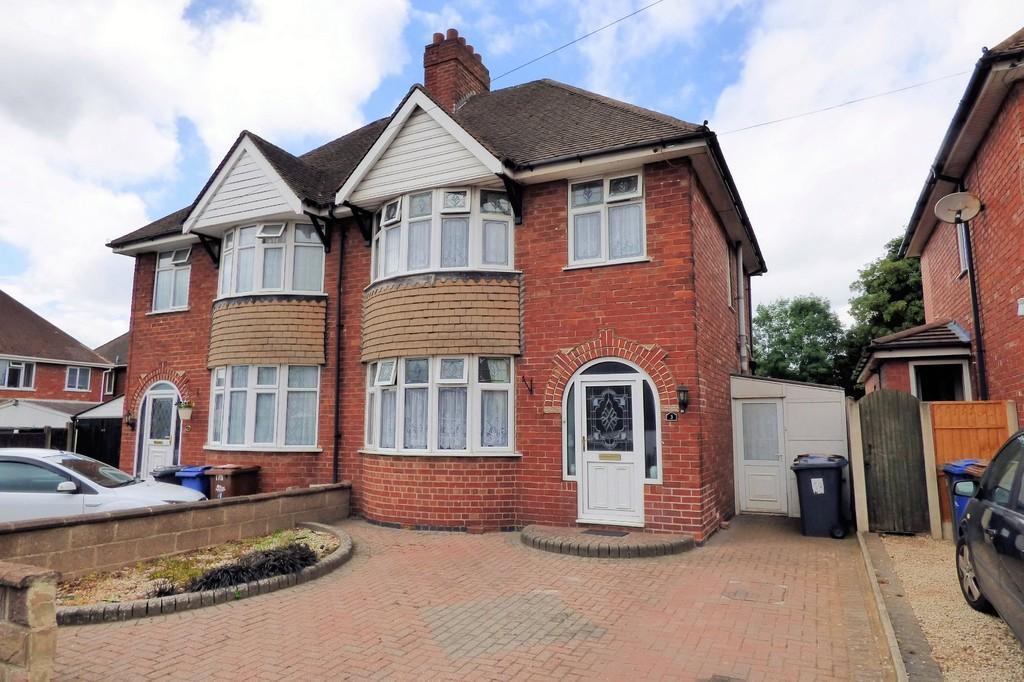 3 Bedrooms Semi Detached House for sale in Bretlands Way, Burton-on-Trent