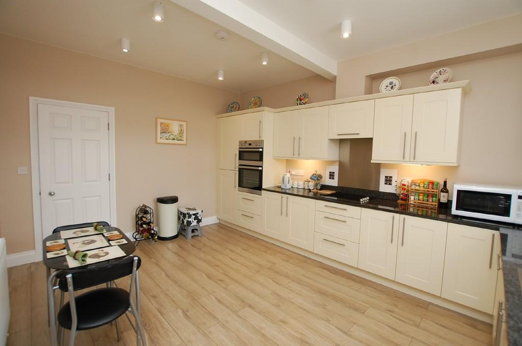 2 Bedrooms Apartment Flat for sale in Anglia Court, Runton Road, Cromer