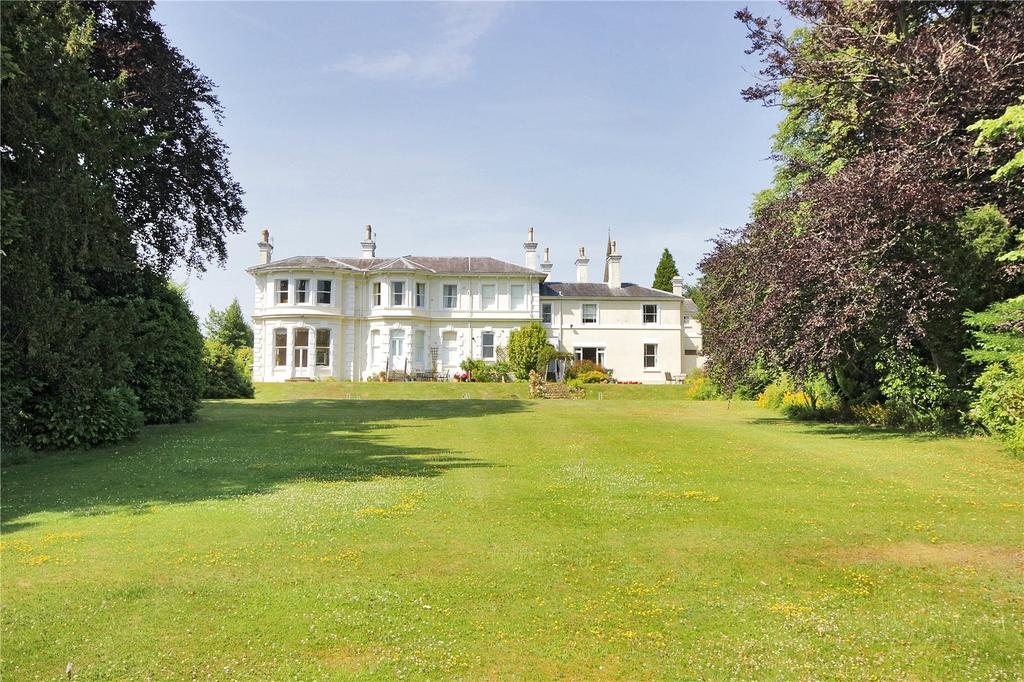 4 Bedrooms Apartment Flat for sale in Camden Park, Tunbridge Wells, Kent, TN2