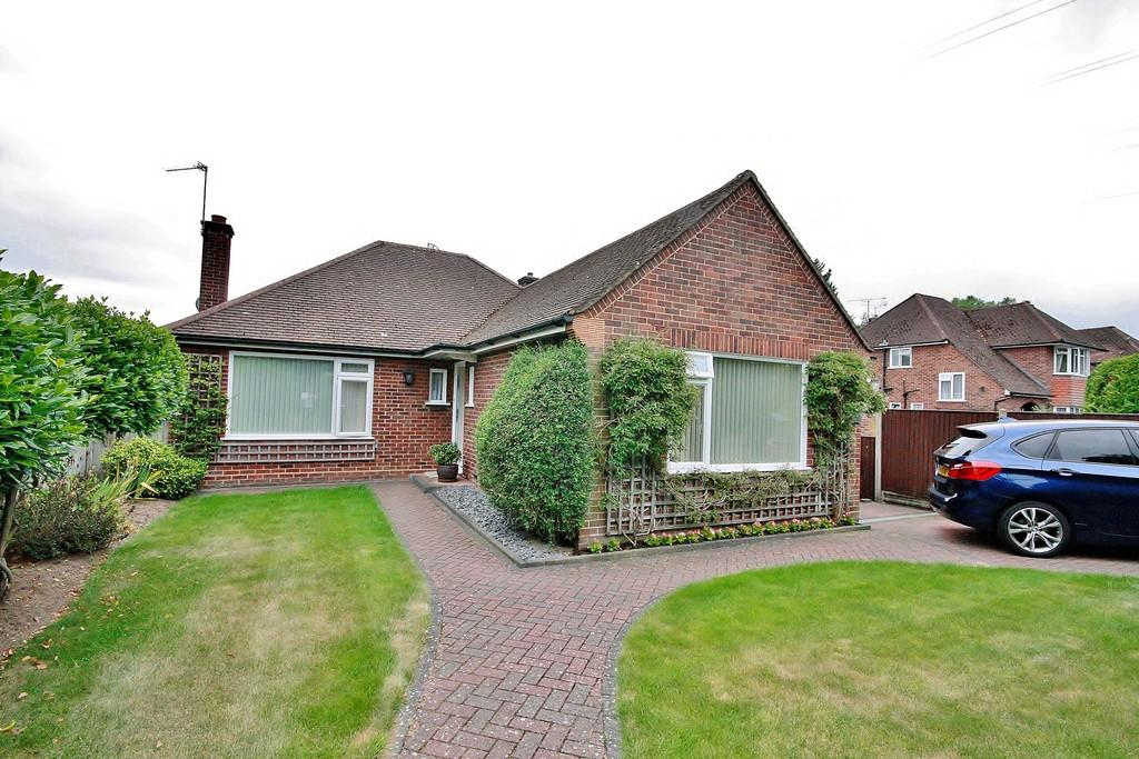 2 Bedrooms Detached Bungalow for sale in Send, Woking