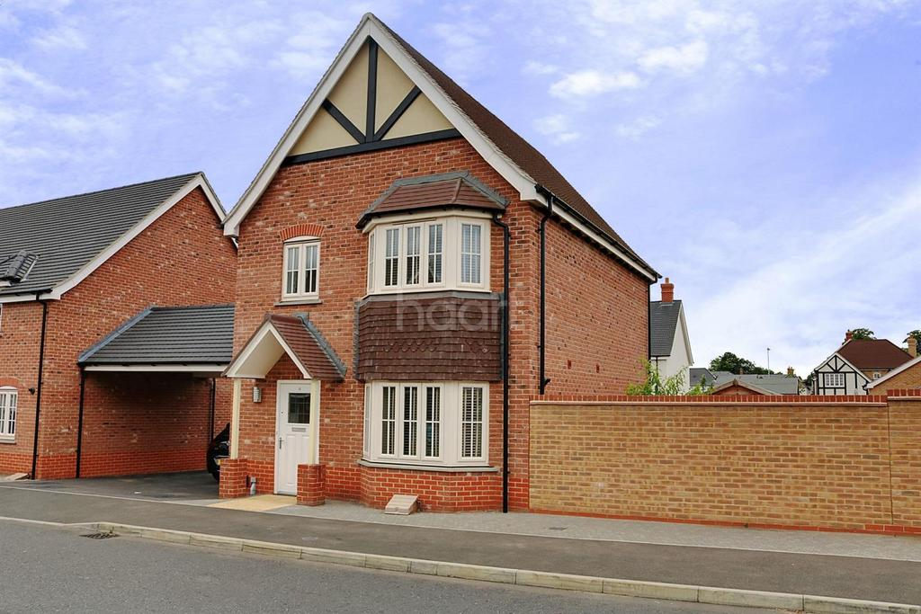 3 Bedrooms Detached House for sale in Eagle Drive, Colchester, CO2