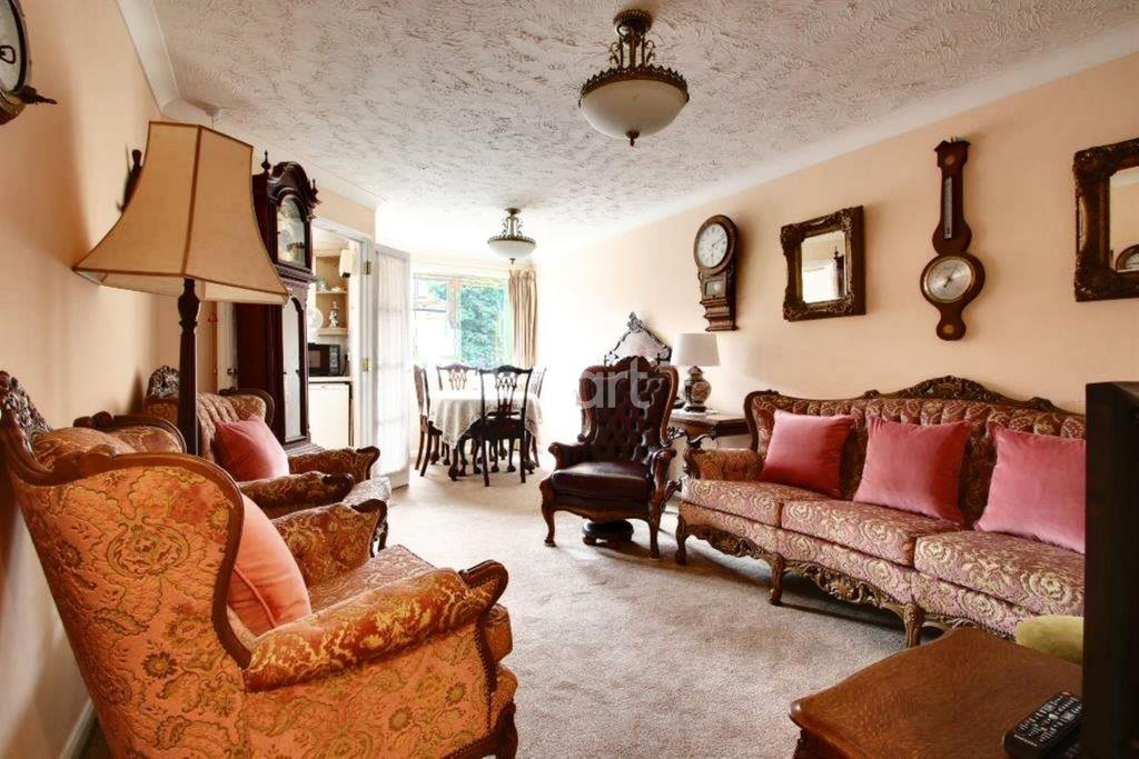2 Bedrooms Flat for sale in Sovereign Court, Warham Road, South Croydon, CR2