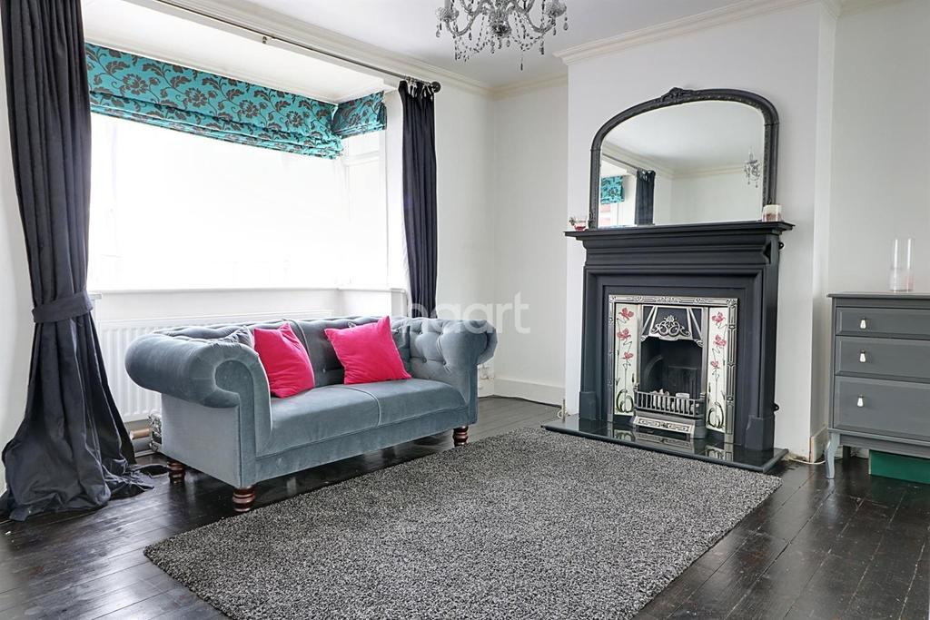 3 Bedrooms Semi Detached House for sale in Meadow Way, Wembley