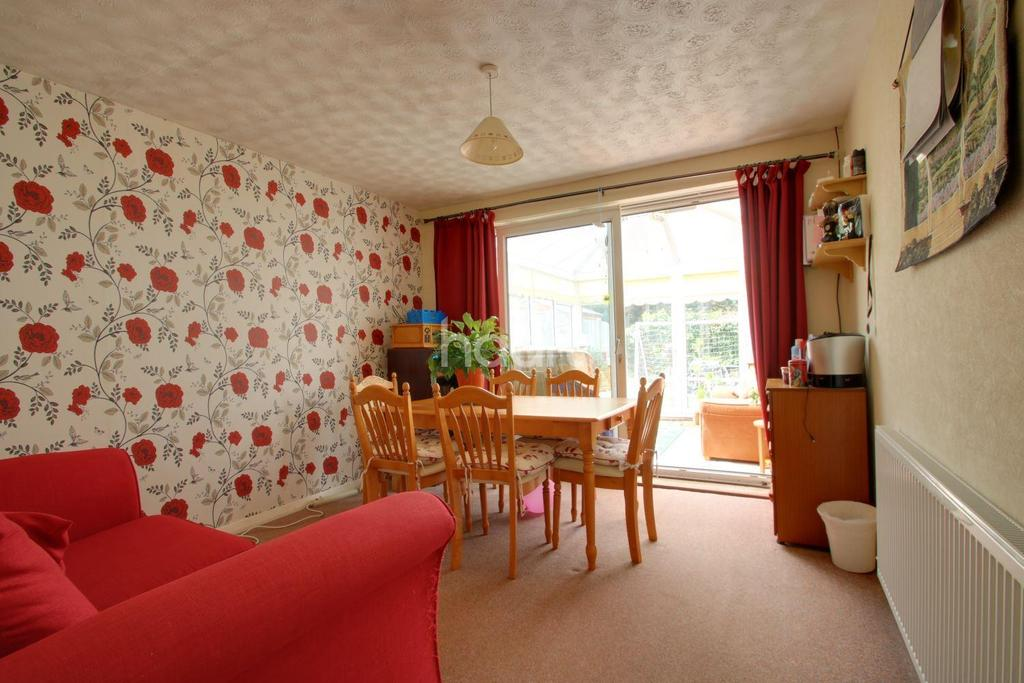 3 Bedrooms Bungalow for sale in Coombe Close, Lords Wood