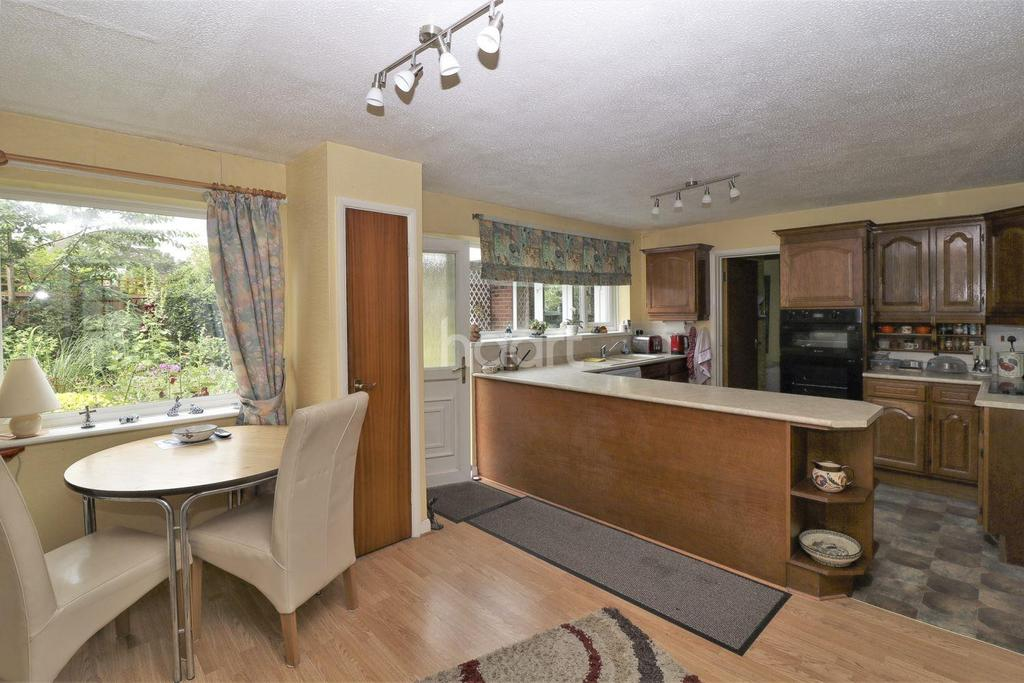 4 Bedrooms Detached House for sale in Santon Close, Thetford