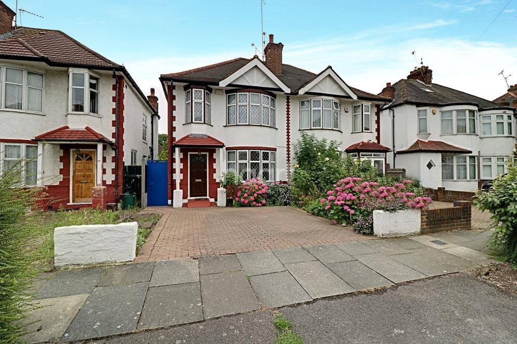 3 Bedrooms Terraced House for sale in Pymmes Green Road, New Southgate, N11