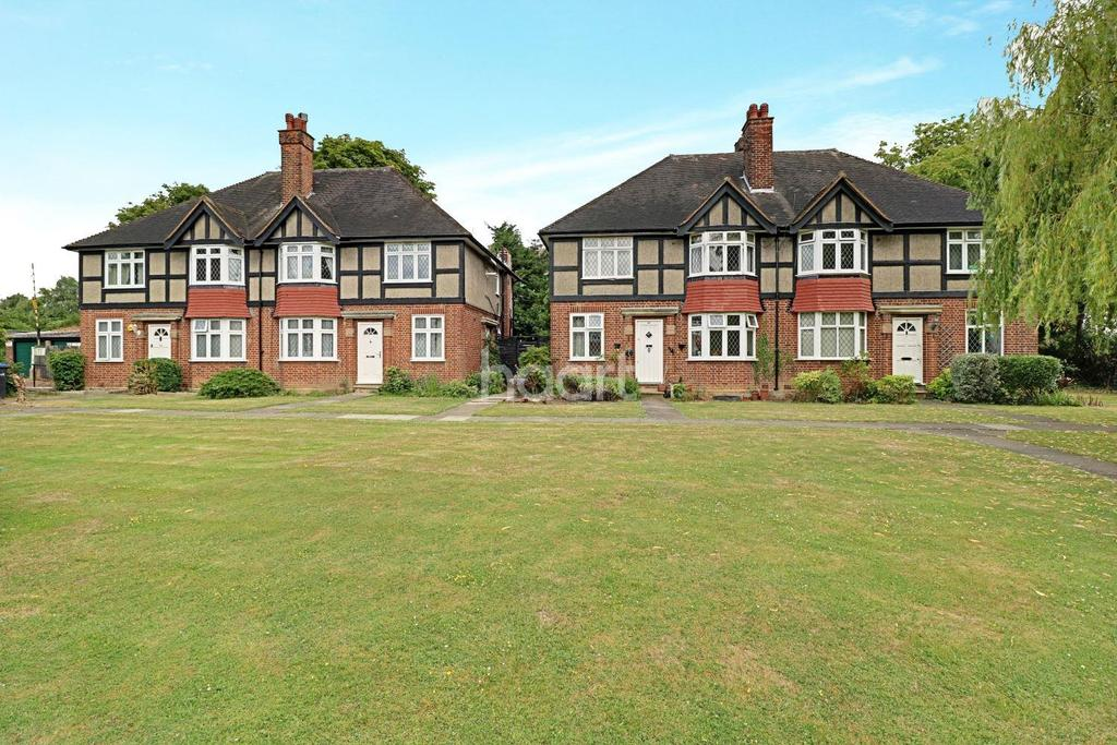 2 Bedrooms Flat for sale in Tregenna Close, private road, N14