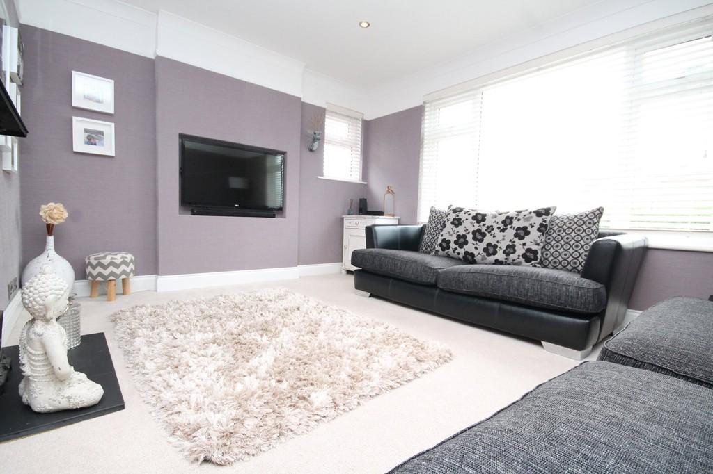 3 Bedrooms Semi Detached Bungalow for sale in Osborne Drive, Sompting, BN15 9UY