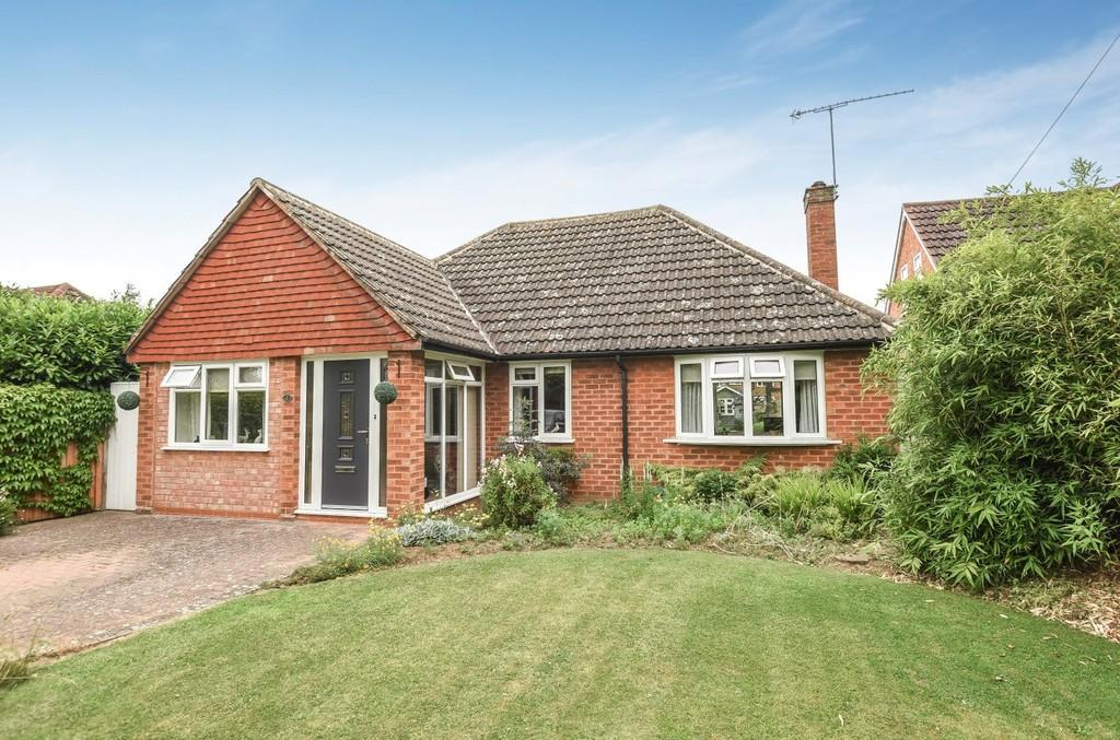 3 Bedrooms Detached Bungalow for sale in Moreton Close, Stratford-upon-Avon