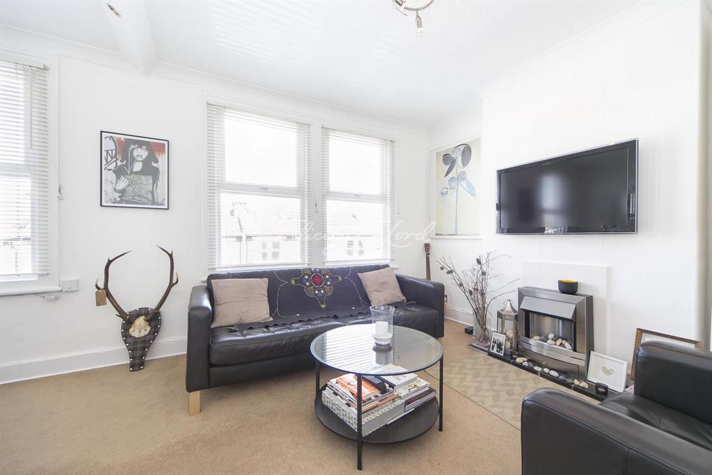 2 Bedrooms Flat for sale in Gurdon Road, Charlton, SE7