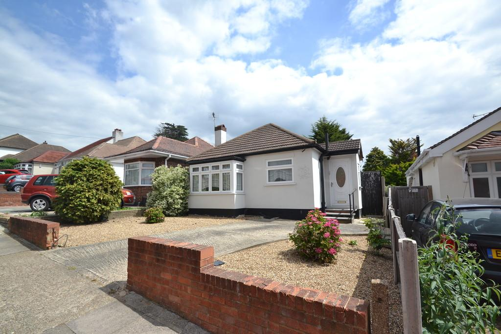 2 Bedrooms Detached Bungalow for sale in Avelon Road, Collier Row
