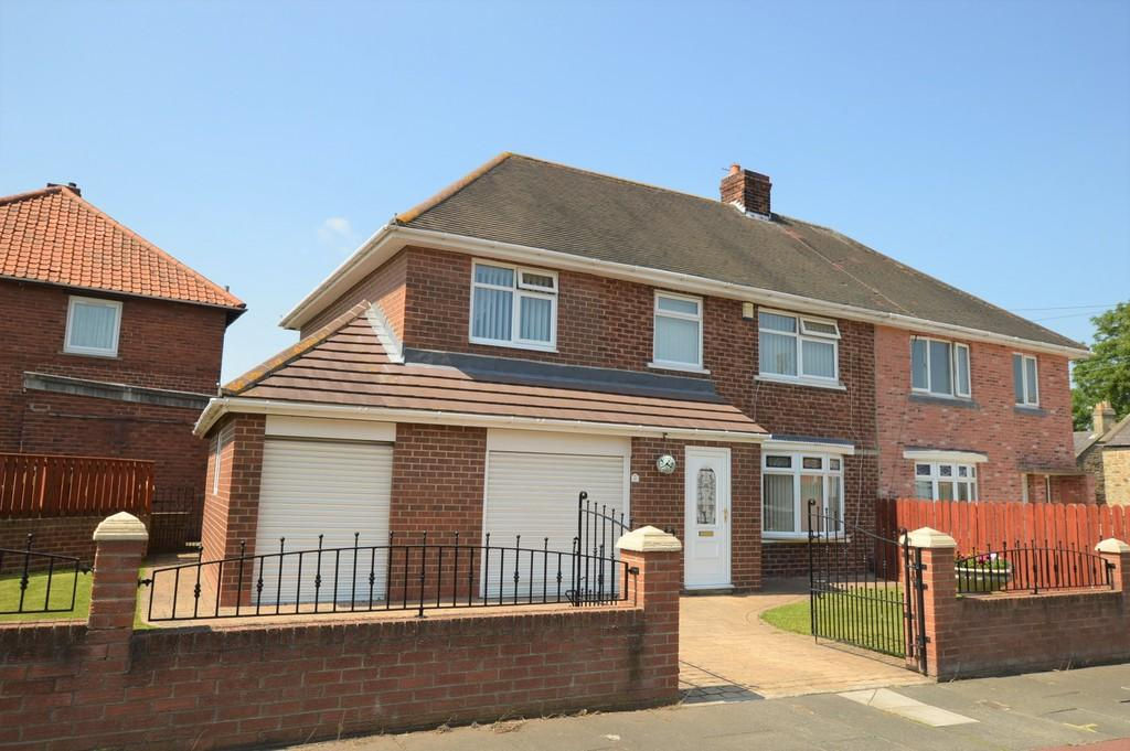 4 Bedrooms Semi Detached House for sale in Derwent View, Winlaton