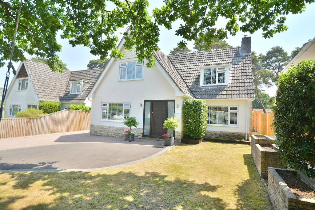 4 Bedrooms Detached House for sale in Sherborne Drive, Ferndown