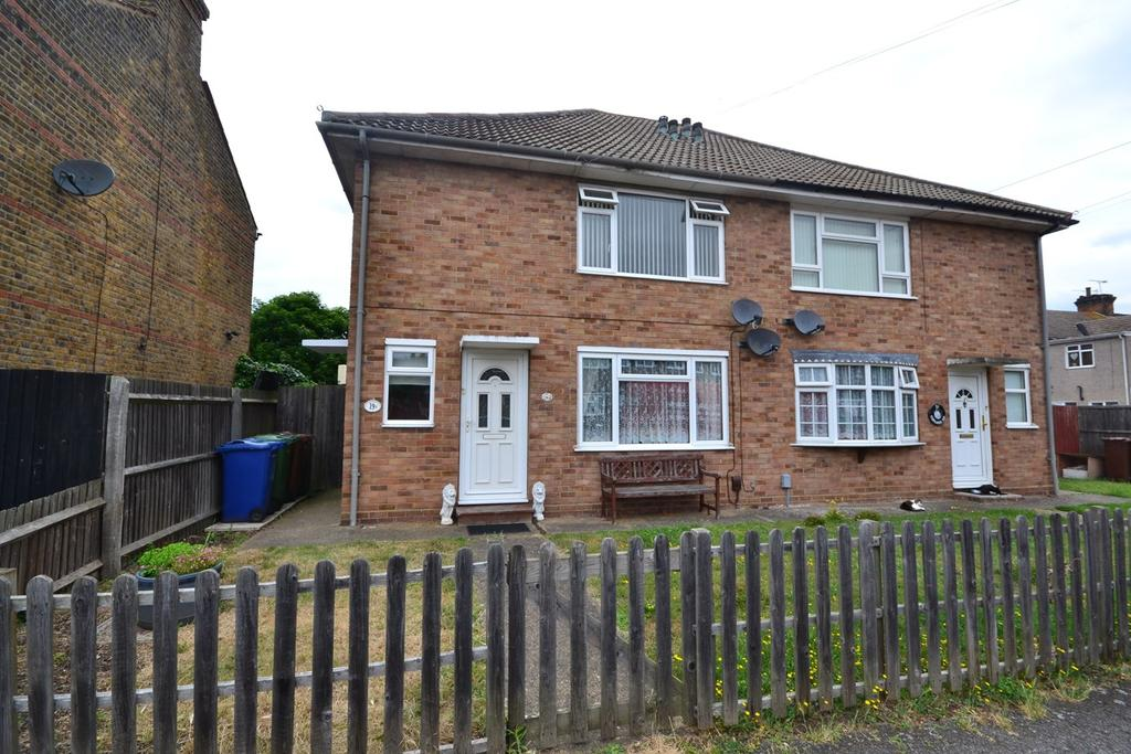 2 Bedrooms Flat for sale in Copland Road, STANFORD-LE-HOPE, SS17